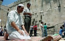 Des Palestiniens prient à Jérusalem à l'occasion du Ramadan