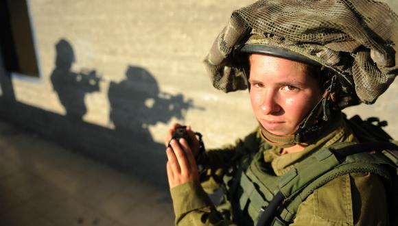 Cameraman et combattante dans Tsahal