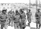 Ytzhak Rabin entre dans Jérusalem (1967)