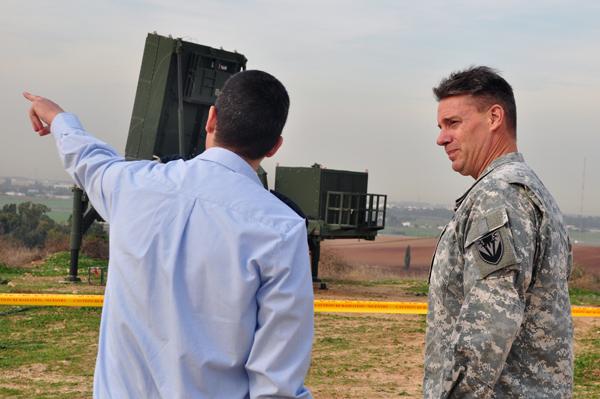http://blogtsahal.files.wordpress.com/2011/12/le-lieutenant-gc3a9nc3a9ral-gorenc-de-lus-air-force-visite-une-batterie-du-systc3a8me-de-dc3a9fense-dc3b4me-de-fer.jpg?w=620
