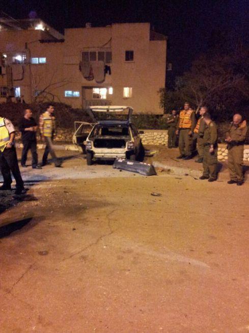 Quelques minutes après l'explosion d'une roquette sur un parking à Netivot