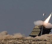 """Le système de défense """"Dôme de Fer"""" tirant un missile pour intercepter une roquette ennemie"""