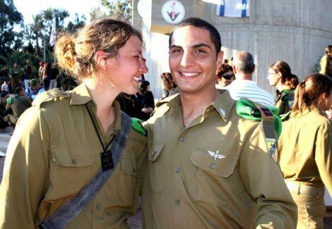 Hommes et femmes sont mélangés au sein du Bataillon Karakal