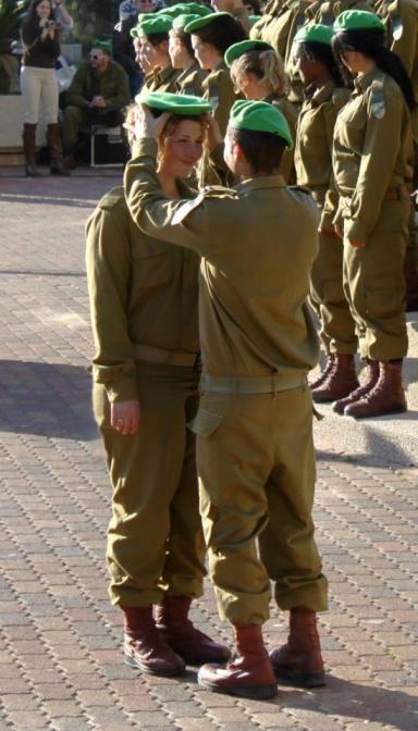 Sofia et son commandant, à la cérémonie du béret