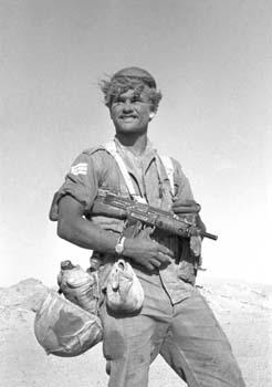 Un soldat de Tsahal lors de la Campagne du Sinai. 30 octobre 1956