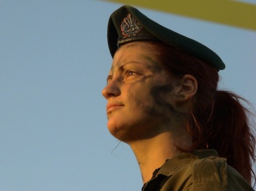La présence des femmes au côté des hommes contribue à la sécurité de l'Etat d'Israël et au renforcement de l'efficacité de Tsahal.