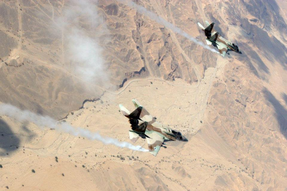 Des pilotes israéliens survolent Nahal Paran dans le Negev
