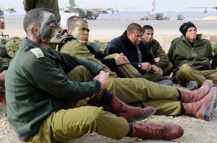Peu importe les différences, les soldats sont avant tout des frères d'armes