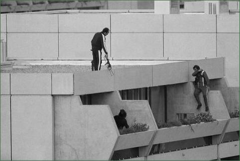 Des terroristes de l'organisation Septembre Noir pendant le massacre des J.O de Munich en 1972